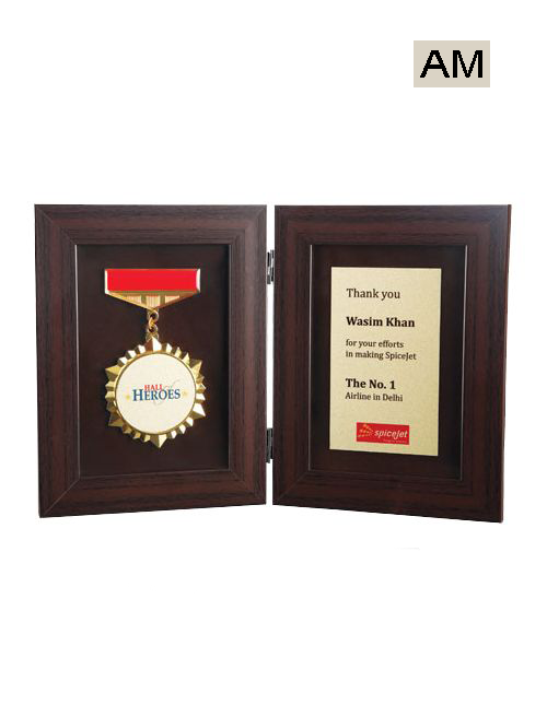 medal with box wooden mementos